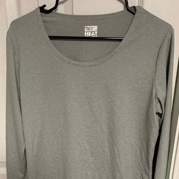 32 Degrees Tops - Like new light silver-gray thermal top